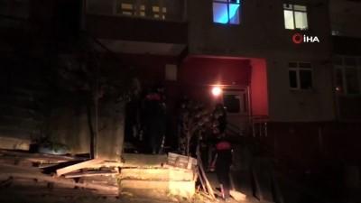 6 katlı binanın çatısından düşen emekli polis öldü