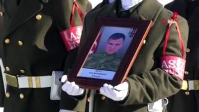 sehit -  Hakkari'de eğitim kazasında şehit olan askerler için tören düzenlendi