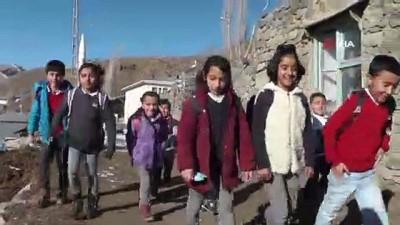 10 öğrencisi bulunan okulda karne töreni