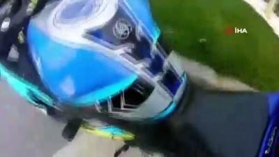 motosiklet surucusu -  Büyükçekmece'de motosikletli aniden yola çıkan otomobile böyle çarptı