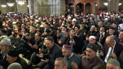 Erzurum'un 487 yıllık geleneği 'Binbir Hatim' duası için eller semaya açıldı