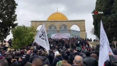 - Filistinliler Mescid-i Aksa'da İsrail'i protesto etti