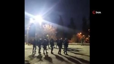 - İsrail güçleri Mescidi Aksa'da sabah namazını kılanlara saldırdı: 15 yaralı