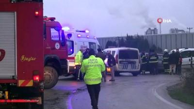 Mazot dökülen yolda 2 araç kafa kafaya çarpıştı: 3 yaralı