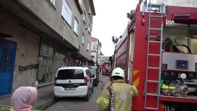 Sultanbeyli'de binanın çatısının alev alev yandığı anlar kamerada Haberi