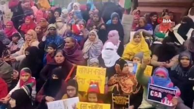 protesto -  - Hindistan'da Binlerce Kadın Sokaklara Döküldü