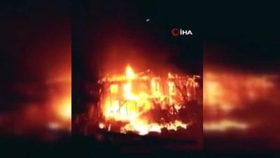 alabalik -  Tarsus'da çıkan yangında 2 ev kullanılmaz hale geldi