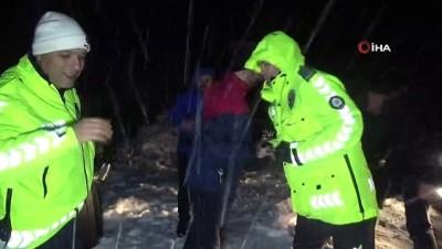 Doğum gününü polislerle kar altında kutladılar