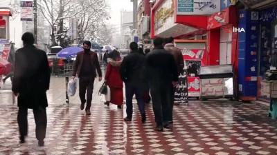 - Kabil'de sokaklar beyaza büründü