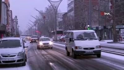 Erzincanlılar güne karla uyandı