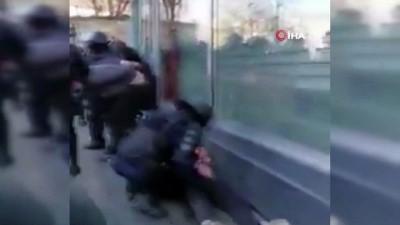 polis -  - Fransa'da polisler darp ettikleri göstericiden şikayetçi oldu