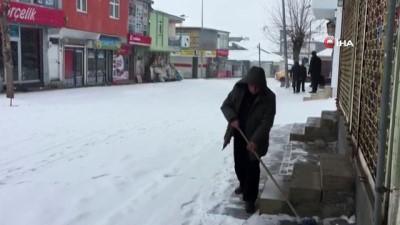 Karlıova'da kar hasreti bitti, ilçe beyaza büründü