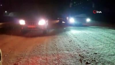 Kaza yapan kar küreme aracı yolu trafiğe kapattı