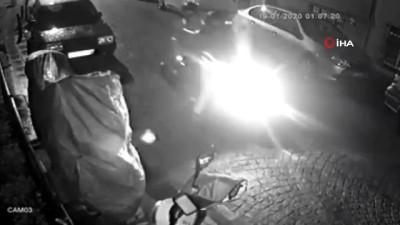 Motosiklet hırsızlarının girişimi alarm çalınca son buldu