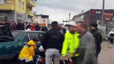 'Seviyor musun?' sorusuna olumsuz yanıt alan kadın otomobilin direksiyonunu kırdı: 2 yaralı