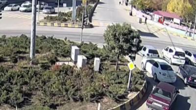 Trafik kazasında araçtan düştü, o anlar kameraya böyle yansıdı