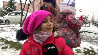 Çocuklar yağan karın tadını doyasıya çıkarttı