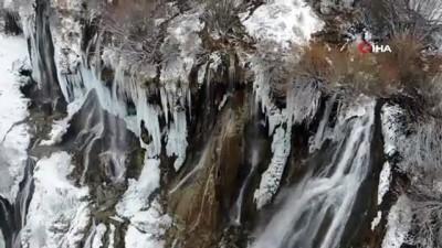 Girlevik Şelalesi buz tuttu...Kartpostallık manzara havadan görüntülendi