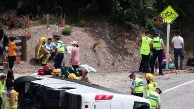 - Yeni Zelanda'da Çinli turistleri taşıyan otobüs devrildi: 20 yaralı
