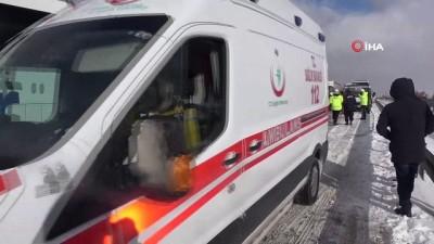 Kar yağışı nedeniyle yaşanan kazalar D-100 karayolunu kapattı Haberi