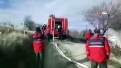 yangina mudahale -  Kayıp Gülistan için yola çıkan ekip, karşılaştığı yangına müdahale etti