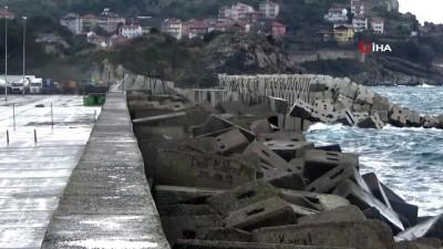 Turistler dev dalgalarla özçekim peşine düştü