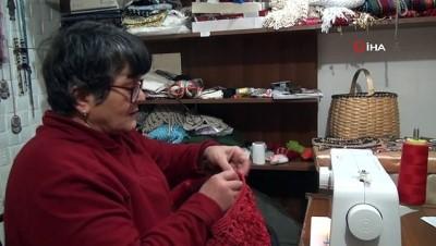 Sinop'a özgü yöresel ürünleri dikip satıyor
