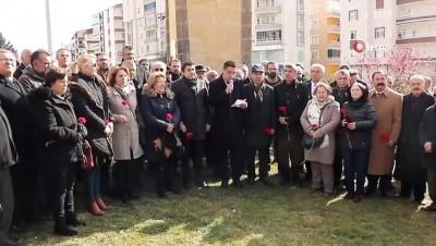 toplanti -  Uğur Mumcu'nun ölüm yıl dönümünde açılan basın anıtında isim tartışmaları