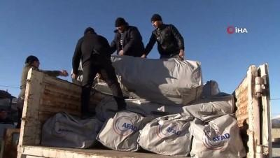 Depremzedelere çadır dağıtılmaya başlandı İzle
