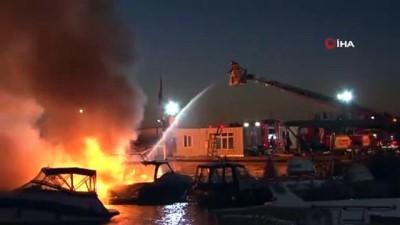 yangina mudahale -  Maltepe sahilde üç tekne alev alev yanıyor. İtfaiye ekiplerinin yangına müdahalesi devam ediyor