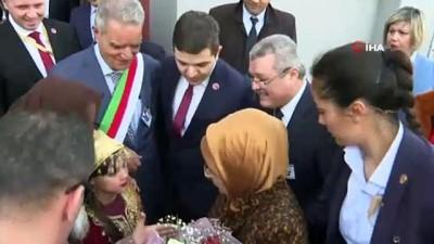 - Emine Erdoğan Cezayir'de Bilgisayar Sınıfının Açılışını Yaptı