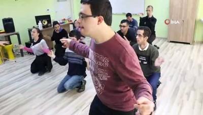Özel öğrenciler iletişim becerilerini müzikle geliştiriyor