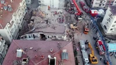 Deprem alanında sabahın ilk ışıklarıyla aramalara devam edildi Video