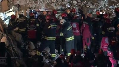 Deprem'de bir kişinin daha cansız bedenine ulaşıldı Video