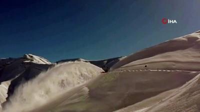 Kardan kapanan yollar ulaşıma açılıyor