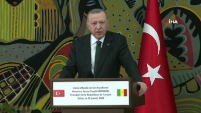 """- Cumhurbaşkanı Recep Erdoğan İdlib'deki göç dalgasına ilişkin, 'Çadır değil briket barınma yerlerine yerleştireceğiz"""" dedi."""