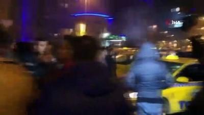 polis merkezi -  Esenyurt'ta taksiciler ve turizm acentalarının şoförleri arasında tekme tokat kavga kamerada
