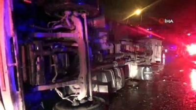 Yoldan çıkıp devrilen kamyonun sürücüsü hastaneye kaldırıldı
