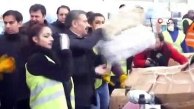 Bakanlar yardım kolilerinin doldurulmasına yardım etti