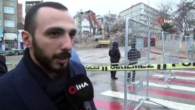 Depremde ağır hasar gören binalar kontrollü olarak yıkılmaya devam ediyor
