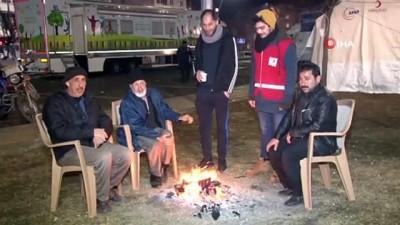 psikoloji -  Depremzedelerin çadırlarda gece yaşantısı