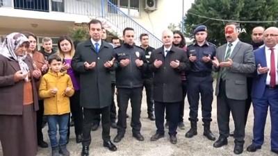 polis merkezi -  Şehit kızı gözyaşlarını tutamadı
