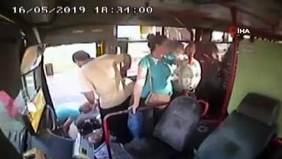 Yaşlı kadının otobüsten düşme anı kamerada