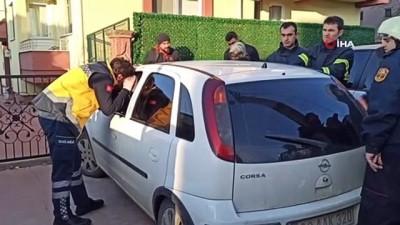 2 Yaşındaki çocuk otomobilde mahsur kaldı