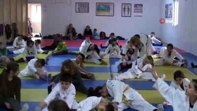 Bir ilçeye judoyu sevdirdiler