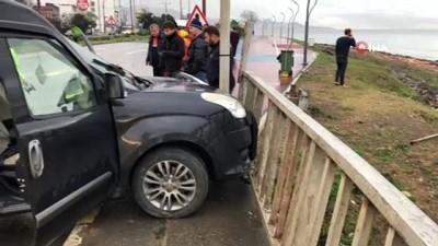 Kamyonet servis minibüsüne çarptı: 4 yaralı