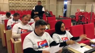 Manisa'da belediye meclis üyelerinden Çin zulmüne tişörtlü tepki