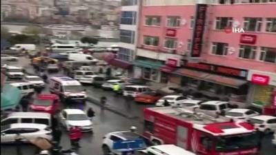 nadan -  Eminönü'nde kırtasiye malzemeleri satan iş yerinin deposunda yangın çıktı