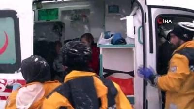 tahkikat -  Buzlanan yolda kontrolden çıkan otobüs yan yattı: 46 yaralı