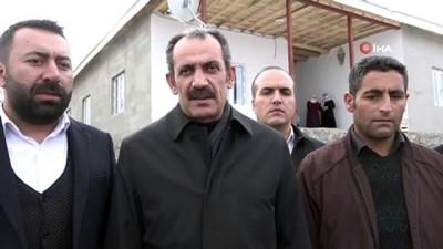 yerel secim -  Başkan Tanış, ihtiyaç sahibi ailelere anahtarlarını teslim etti